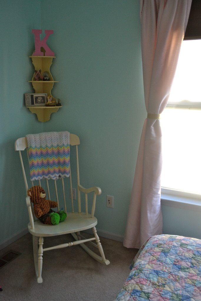 Girl Room Make-Over With Re-Purposed Items2
