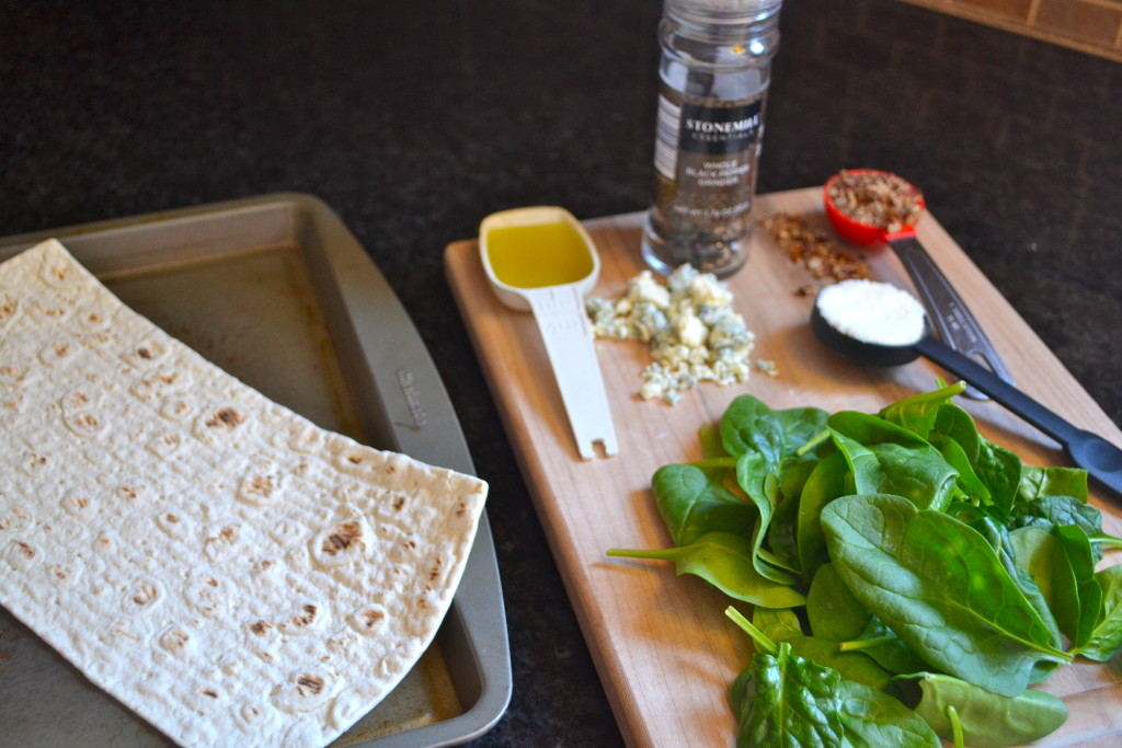 Thin Crust Spinach, Blue Cheese and Pecan Pizza Ingredients